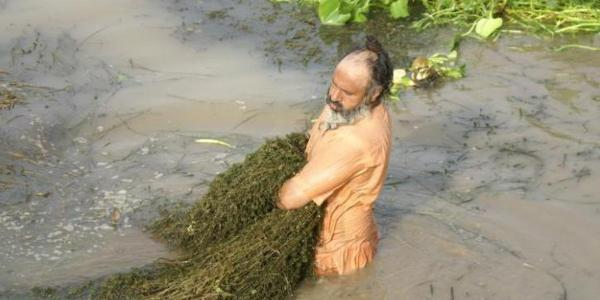 Meet Sant Balbir Singh, Who Cleaned 160 Km Long River Single Handedly