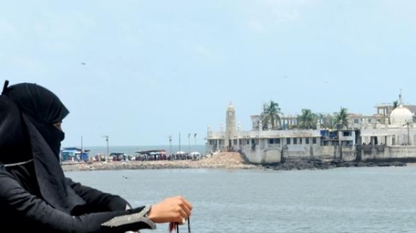 Haji Ali dargah must allow women to enter the inner sanctum : High Court