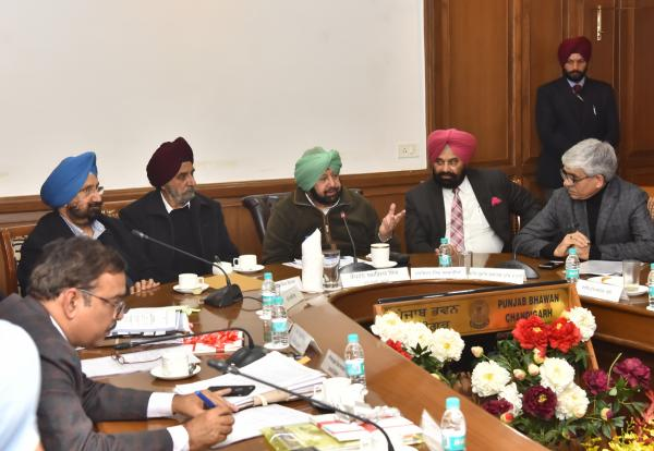 Amarinder asks Deputy Commissioners to 'tighten their belts'