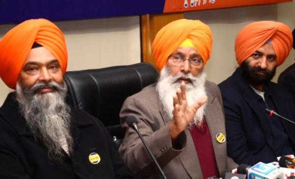 Dhindsa asks Sidhu to apologise for imitating Guru Gobind Singh ji