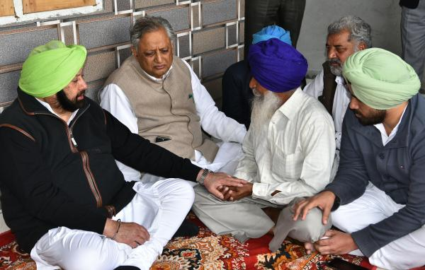 Amarinder meets CRPF Martyr's parents, announces monthly pension