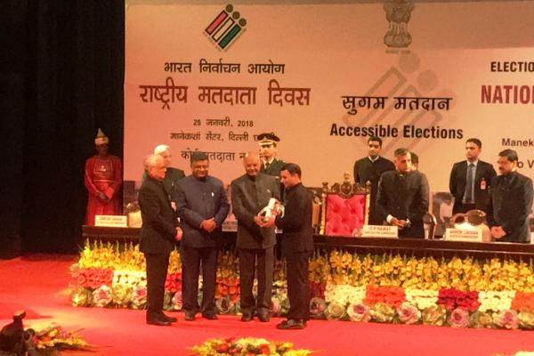 President awards 2 Punjab officers for better election managment
