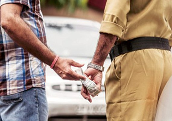 SDO, 2 JEs and Clerk caught with bribe money of Rs.60,000
