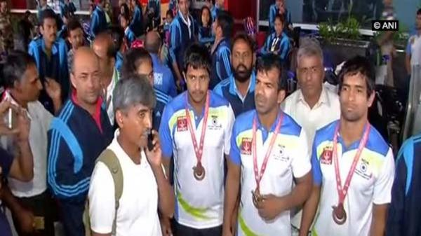 Indian medalists protest for 6 hours at Delhi airport against government apathy