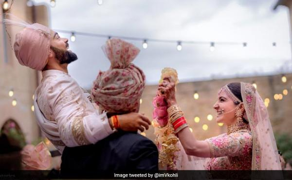 It's official! Anushka Sharma and Virat Kohli get married in Italy