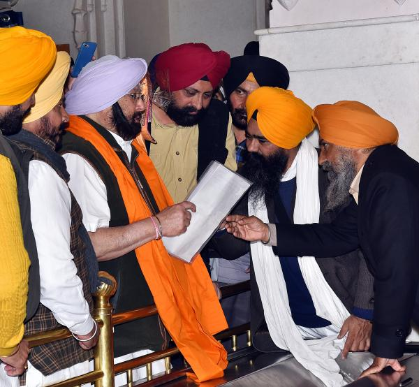 Bir Devinder slams Fatehgarh Sahib head priest, SGPC member for memo to CM in sanctum sanctorum