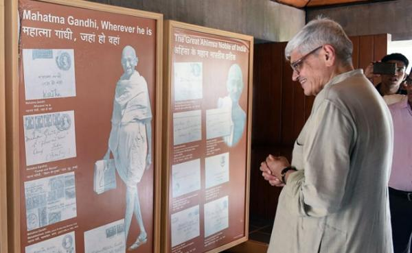 Bapu's grandson Gopal Krishna Gandhi is Opposition's vice-presidential candidate