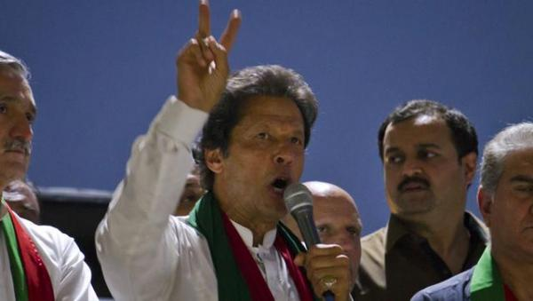 I will show Nawaz Sharif how to respond to Modi, says Imran Khan