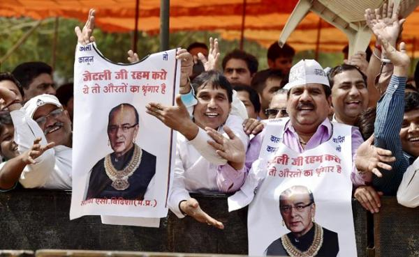 Jaitley stays firm against Jewellers