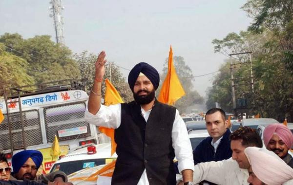Majithia visits border areas to take stock of the make shift arrangements