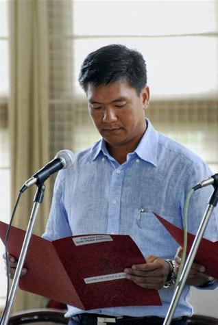Arunachal Pradesh: Congress replaces Nabam Tuki with Pema Khandu