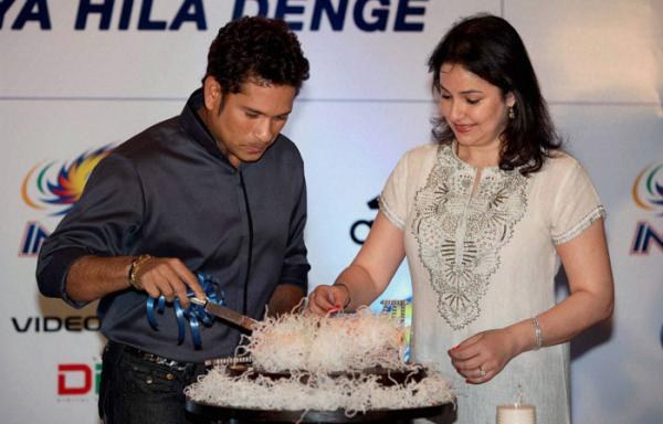 Sachin to make his acting debut; Film on his rise to cricket stardom