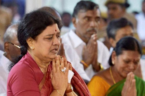 Sasikala convicted by SC; Gets 4 years jail term and to pay a Rs. 10 crore fine